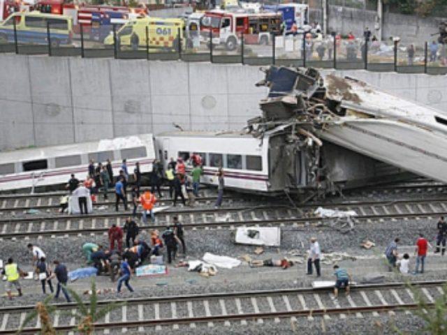 tren-deraiat-in-spania-locomotiva-a-luat-foc-si-13-vagoane-au-sarit-de-pe-sine-cel-putin-15-morti-218750
