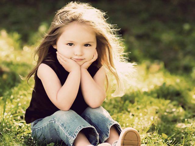 Sweet Little Girl On Ground HD Wallpaper-1280x1024-cutelittlebabies.blogspot.com