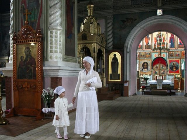 mama_si_fiica_la_biserica