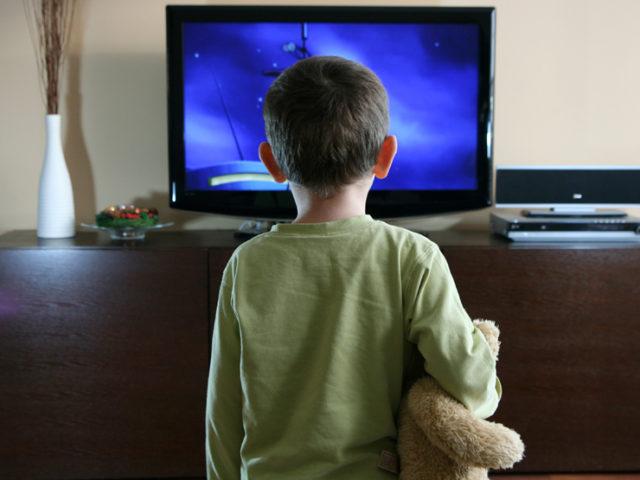 copil-televizor