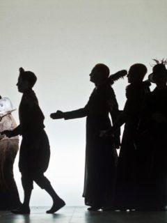 din-tot-ce-am-cules-in-cateva-sute-de-spectacole-fotografiate-as-alege-imaginea-asta.-Sonetele-lui-Shakesperae-Regia-lui-Robert-Wilson