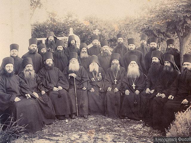 Calugari-Sfantul-Munte-Athos