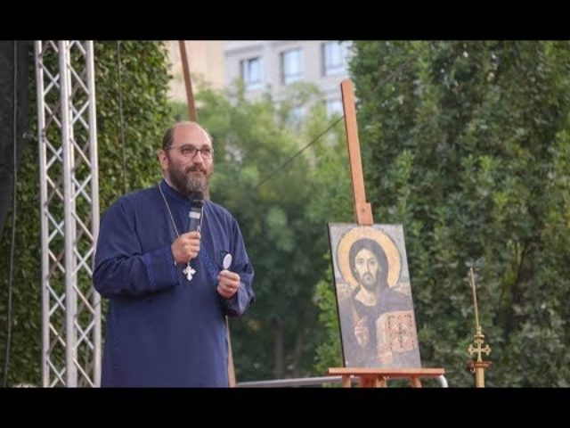 Pr. Constantin Necula a conferenţiat la Iaşi. Adevărata libertate înseamnă să îl ai pe Hristos, le-a spus părintele miilor de tineri (VIDEO)