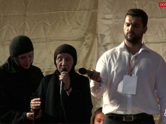 """(Video) """"Ridurile sunt crăpăturile lutului, prin care se vede frumusețea sufletului"""" – Maica Siluana Vlad"""
