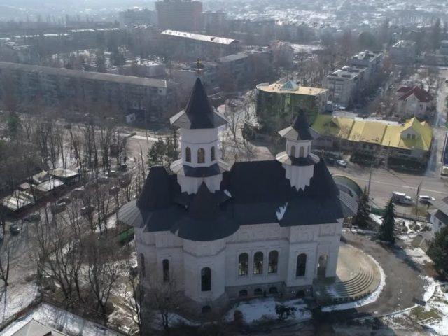 """Comori ale Ortodoxiei. Biserica """"Sfinții Apostoli Petru și Pavel"""" din Chișinău"""