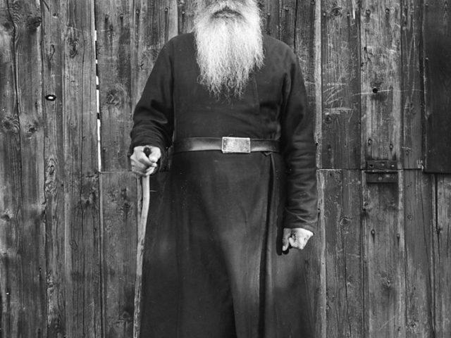 Priest,_Valamo_Monastery,_Karelia,_Russia_(5578848993)_(2)