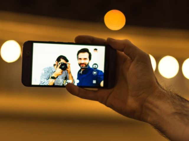 Selfie_with_both_phone_camera_and_DSLR_camera