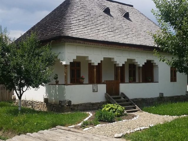 adelaparvu.com-despre-case-traditionale-romanesti-Muzeul-Viticulturii-si-Pomiculturii-Golesti-jud-Arges-Romania-Foto-Adela-Parvu-14