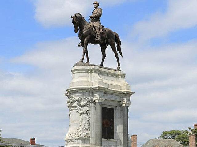 800px-Statue_Robert_E._Lee_Richmond