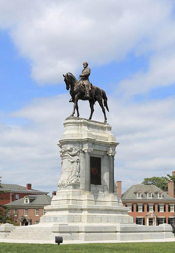 800px-Statue_Robert_E._Lee_Richmond